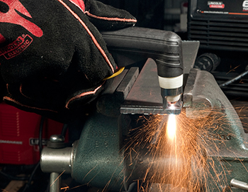 handheld-plasma-cutting